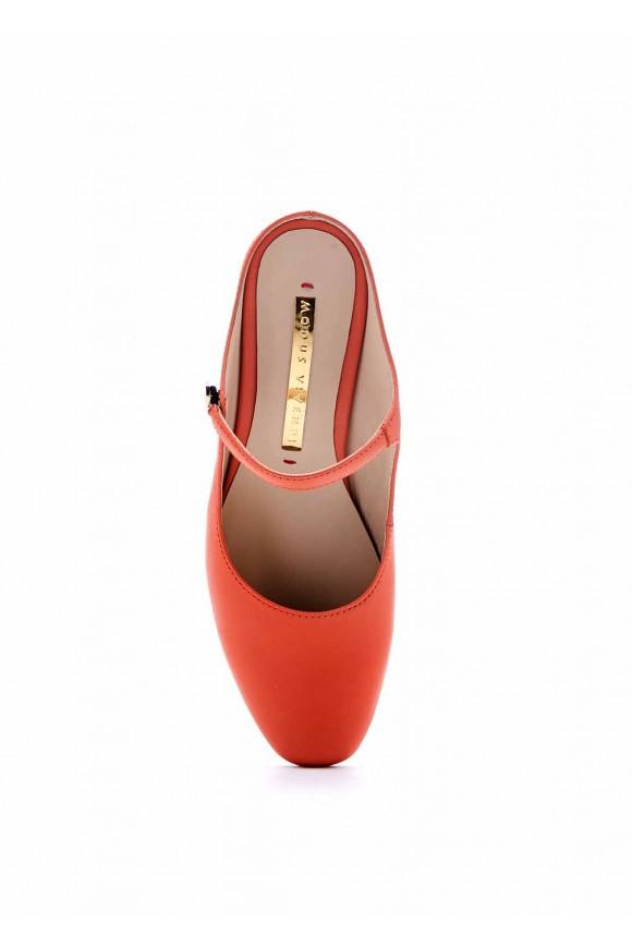 Открытые туфли на среднем каблуке