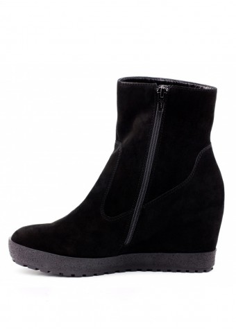 381001 Ботинки